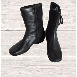 NWOB CLARKS MID CALF LEATHER BOOTS SIZE 8